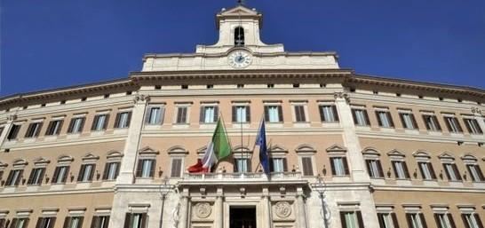 Italicum, la proposta di 8 ex An: «Multe ai partiti che eleggono condannati»