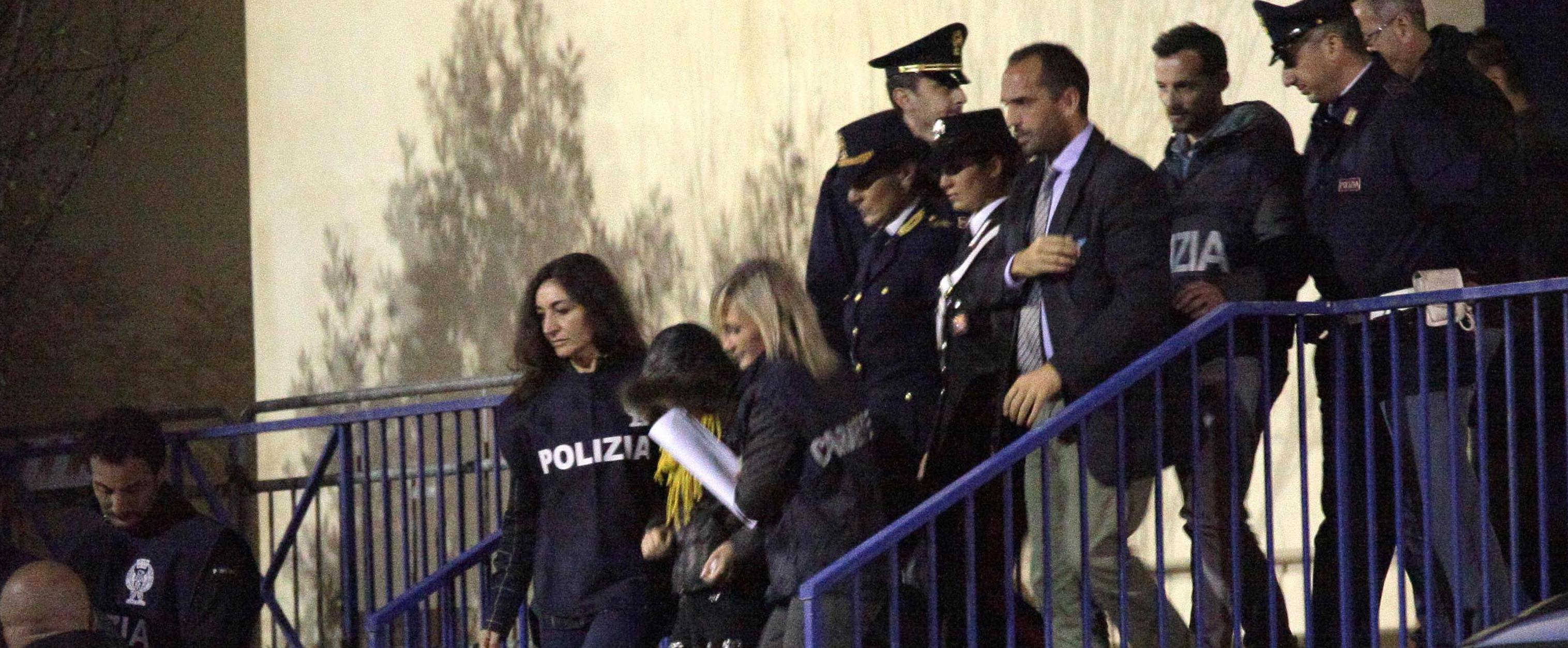 Veronica Panarello portata via dalla polizia