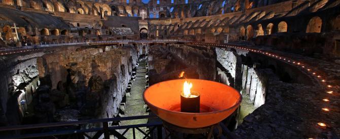 Via crucis dedicata ai cristiani perseguitati nel mondo. Il Papa: mai più
