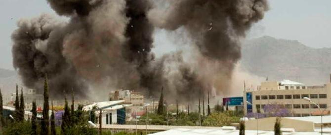 Yemen, atrocità saudita: raid aereo contro un funerale, 82 morti e 500 feriti