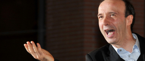 Jet privato per Benigni, paga l'università: il ministro Giannini nella bufera