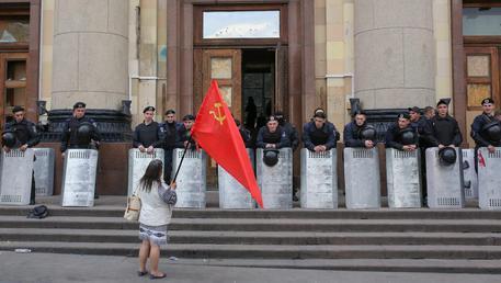 Ucraina, mai più falce e martello: la legge che li vieta è entrata in vigore