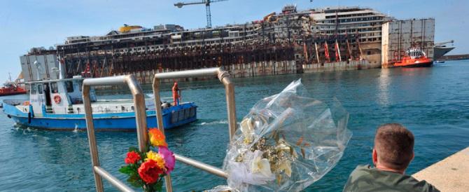 Concordia, l'ultimo approdo: nel Porto di Genova inizia la demolizione