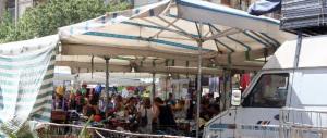 """Bastano poche bancarelle a fermare la """"rivoluzione"""" comunista a Lecce"""