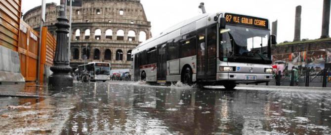 Piove, Roma va di nuovo in tilt. E Marino? Se la spassa negli Usa