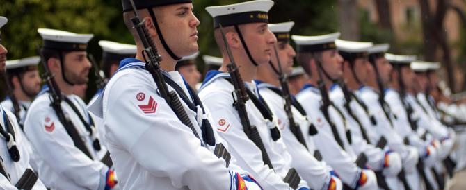 Marina militare: la nave Palinuro lascia il porto di La Maddalena