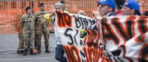 Prima l'hanno votato, ora protestano: Cgil, Cisl e Uil in piazza contro Marino
