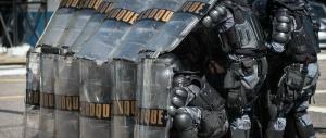 Ai vigili di Parma scudo da Robocop: le spese pazze del sindaco Pizzarotti