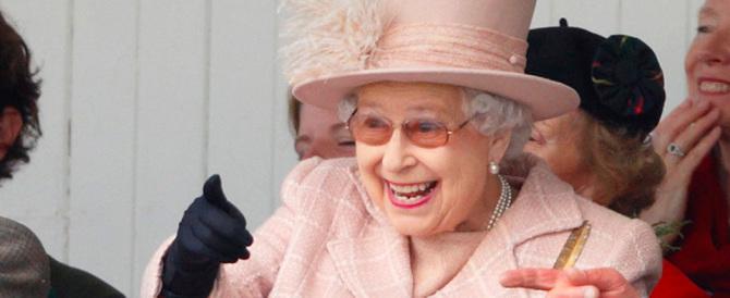 Spending review a Buckingham Palace: la Regina licenzia 4 servitori