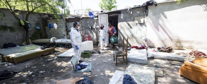 Medico italiano licenziato per un post contro i rom, a favore di Salvini