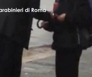 Si finge prete e chiede soldi: romeno arrestato per la terza volta (video)