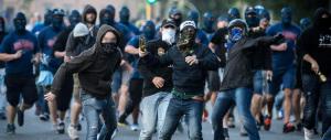 Derby violento, ultrà alleati con hooligans: polacchi, greci e inglesi in Italia
