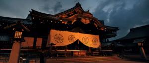 Sfida social della first lady Akie Abe: omaggio (e foto) al Santuario Yasukuni