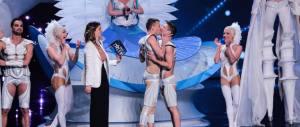 Nozze gay sempre più trendy: la proposta di matrimonio va in diretta (VIDEO)