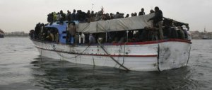 Immigrazione, ora Renzi copia Salvini: «Bombardare i barconi? Si può fare»