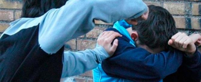 Scuola, tre minori marocchini vessano i compagni: scattano i domiciliari