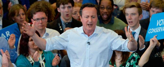 Cameron spinge: cinque anni di carcere a chi affitta case ai clandestini