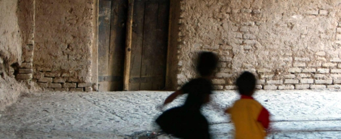 Condannato per pedofilia, sacerdote adesso distribuisce pasti ai poveri