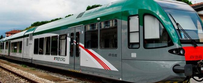 Renzi azzera i vertici delle Ferrovie per fare cassa con la svendita ai privati