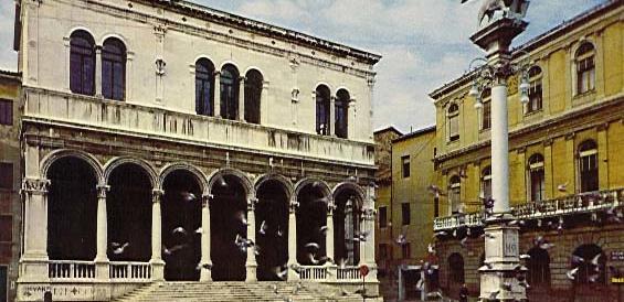 Padova, un cancello alla Gran Guardia contro i bivacchi alcolici