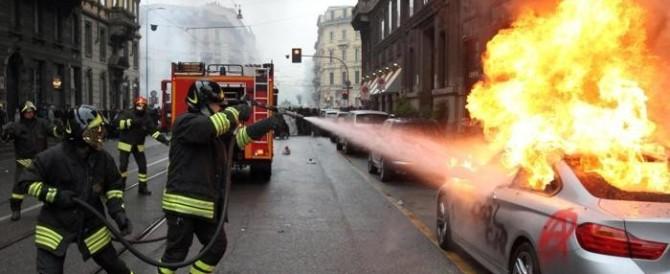 Milano in fiamme: ecco l'altro Expo, quello dei black block (Video)