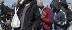 Immigrati, l'Ue cambia rotta: «Tutti i Paesi sono obbligati ad accoglierli»