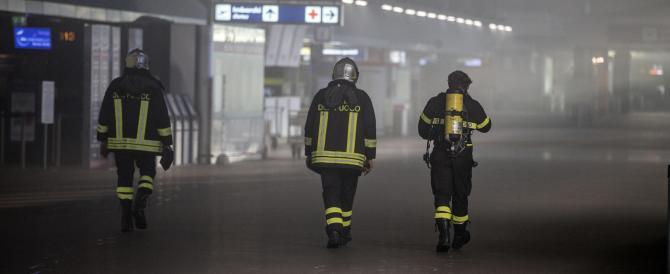 Fiamme, negozi distrutti e voli sospesi: il terrore all'aeroporto di Fiumicino