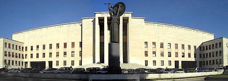 L'ingresso dell'università La Sapienza di Roma