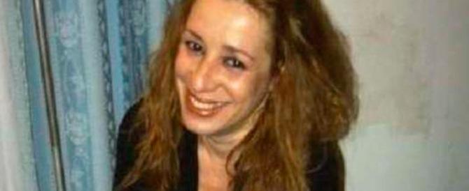 Diciassettenne uccide la madre. Sul braccio si era tatuato «Mamma ti amo»