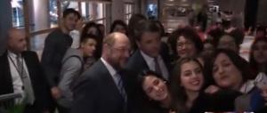 Le gaffe con Schulz: ecco come Renzi trasforma l'Italia in barzelletta (video)