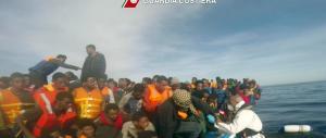 7000 migranti arrivati nel weekend: e l'Italia annaspa tra soccorsi e recuperi