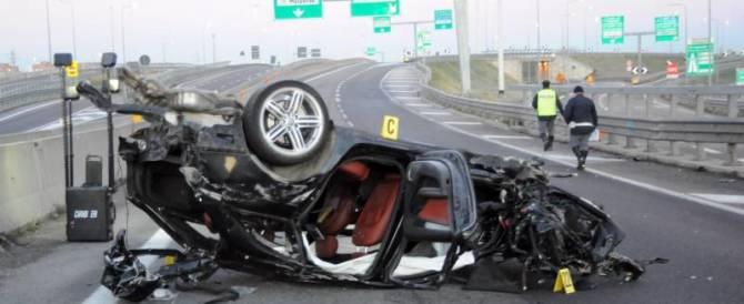 Incidente d'auto dopo il colpo, 2 morti: tre nomadi accusati di omicidio