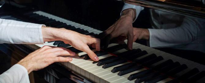 Maestro di pianoforte arrestato per molestie sessuali sulle allieve