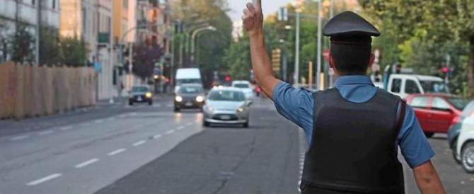 Modena: auto non si ferma all'alt dei vigili, agente ferito, arrestato un rom