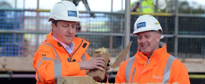 Cameron vuole una tassa per le aziende che assumono extra-comunitari