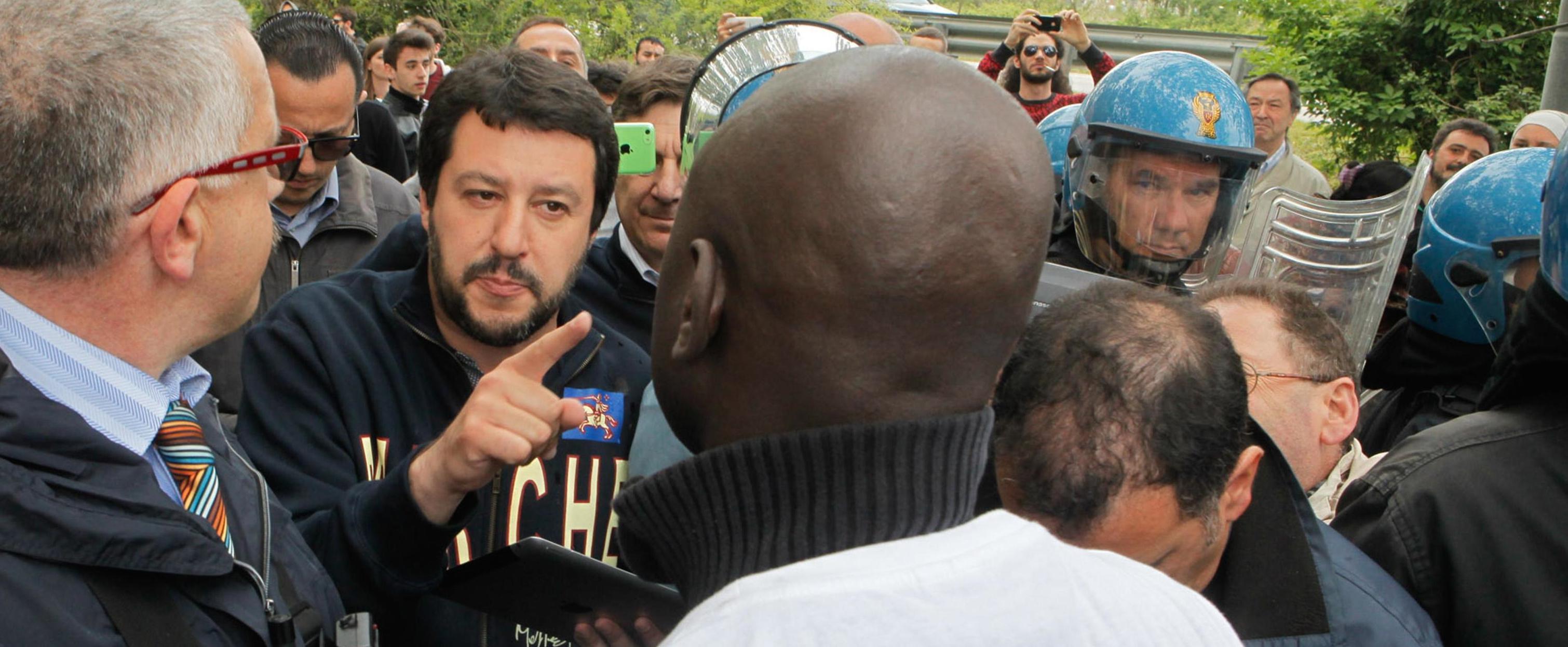 Matteo Salvini durante una contestazione
