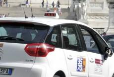 Tassista violentata a Roma da un cliente, è caccia all'aggressore