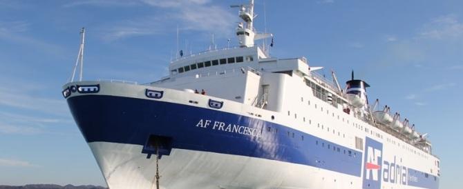 """Paura a bordo del traghetto """"Francesca"""": fiamme in sala macchine"""
