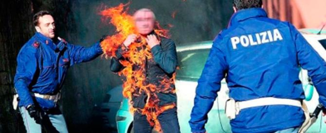 Avellino, si dà fuoco nel Comune. Salvato da un impiegato