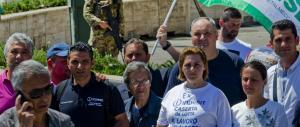 Whirlpool chiude in Italia: operai davanti al consolato Usa