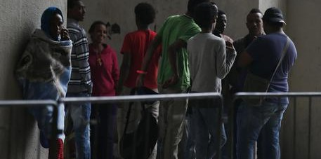 Molise, rissa nel centro per immigrati: afgano ferito con una bottiglia rotta