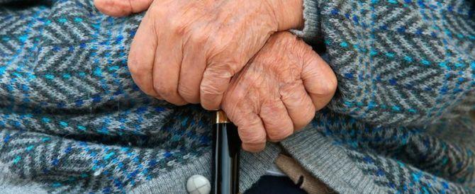 Bologna, non ha soldi per l'elemosina: pensionato 78enne pestato a sangue