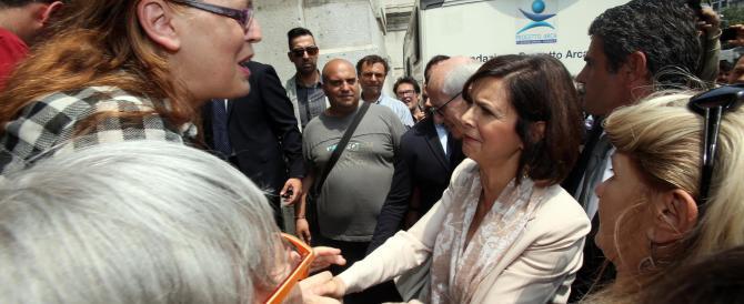 """Boldrini teleguidata. Il portavoce le dice: """"Sorridi"""". E lei lo fa (VIDEO)"""