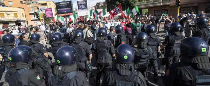 Casapound in piazza per chiudere i campi rom. Scontri con gli antagonisti