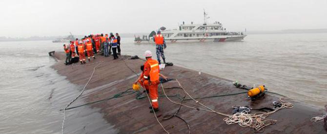Cina come il Giglio, si ribalta nave da crociera: oltre 450 i dispersi