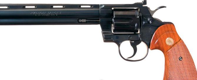 Pistole colt nella fondina: dopo 179 anni l'azienda chiede la bancarotta
