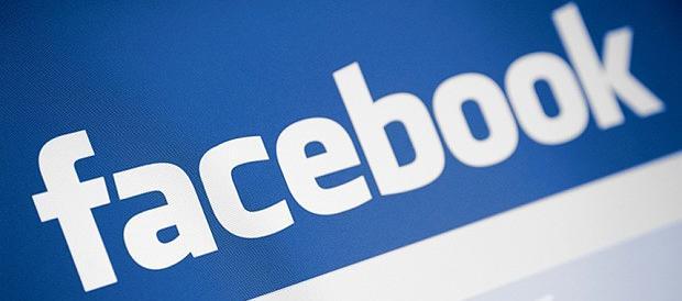 Polemica su Facebook: il neonato maltrattato non si censura. Poi viene tolto