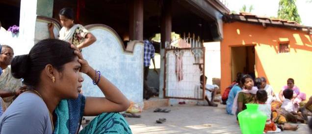 La sua ombra va su un uomo di casta superiore: giovane indiana pestata