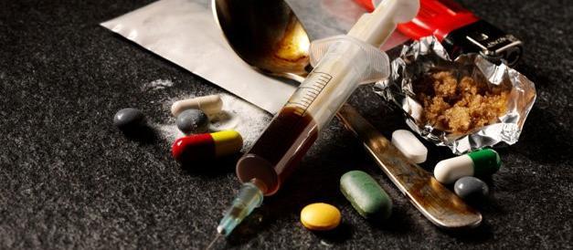 Con la sinistra al governo la lotta alla droga è meno dura. FdI porta le prove