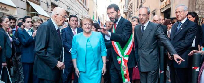 """Marino sindaco """"zombie"""". FdI e M5S: scaricato pure dal Pd, se ne vada"""